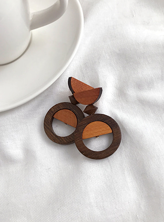 Half fill-up wood earrings-모스빈