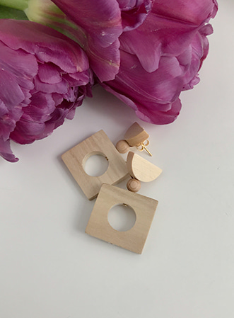 Wooden square earrings-모스빈